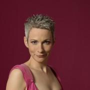 Tina Häussermann - Eine Frau. Ein Klavier. Kein Hund.